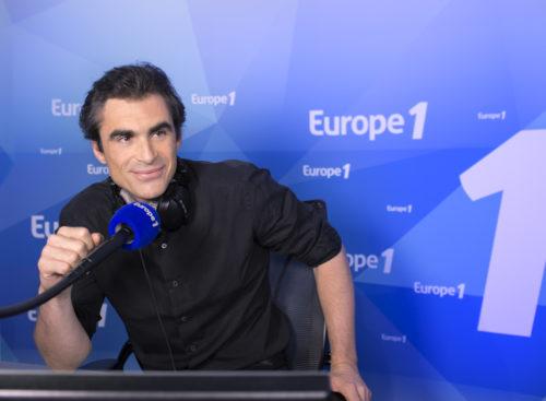 Raphaël Enthoven au micro d'Europe 1- Crédits Nikos Aliagas.jpg